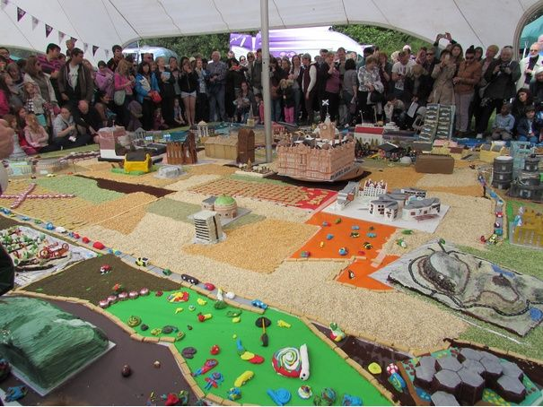 Cake lovers tuck into a slice of the city at the Botanic Gardens