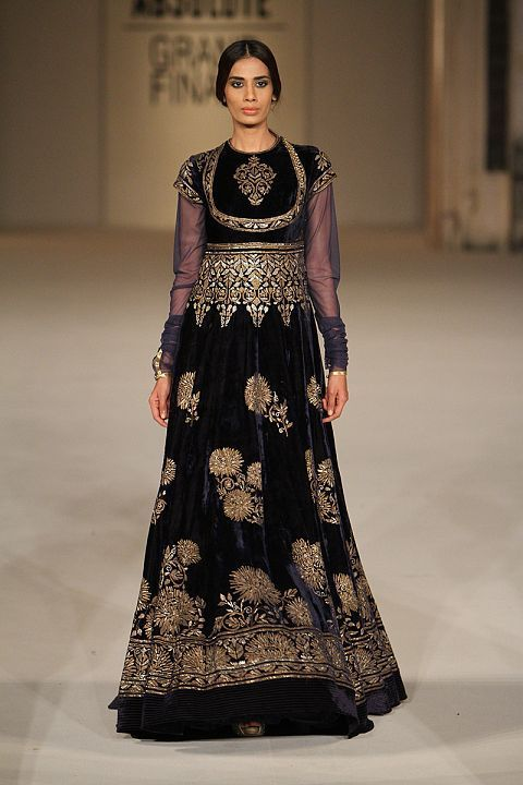 How gorgeous is this navy blue velvet floor length anarkali gown #LFW #LIFW2016 #summerfashion #RohitBal #Frugal2Fab