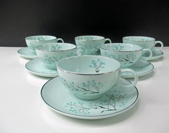 Universal China Ballerina Mist Vintage Babyu0027s Breath Light Blue White Flowers Black Stems Mid Century - & Universal China Ballerina Mist Vintage Babyu0027s Breath Light Blue ...