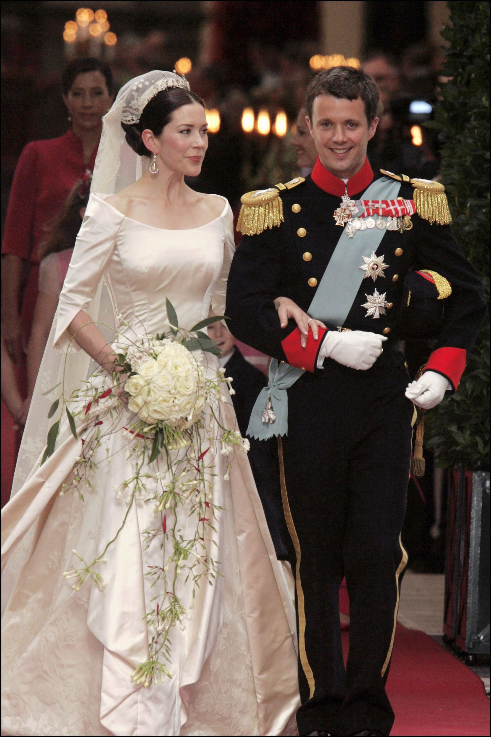 What Our Favorite Royal Brides Wore On Their Wedding Days Royal Wedding Dress Royal Brides Princess Mary [ 2400 x 1600 Pixel ]