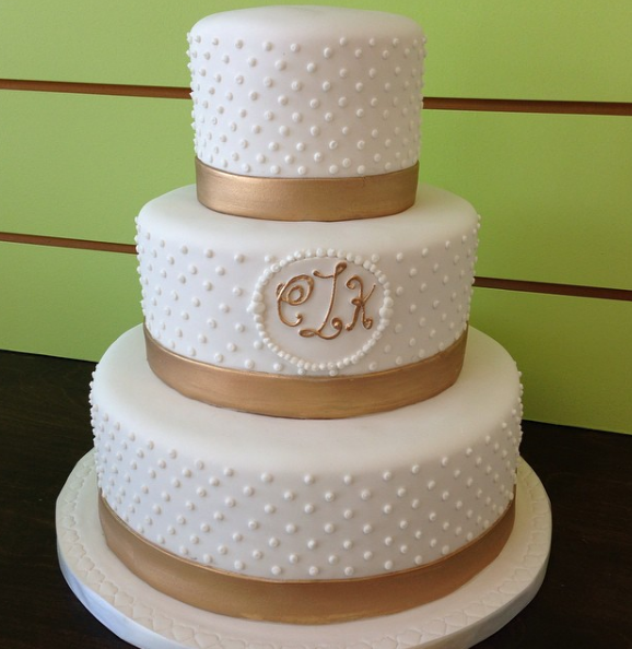 Elegance Is The Key For A Perfect Wedding Cake Add Golden Details To Make Yours