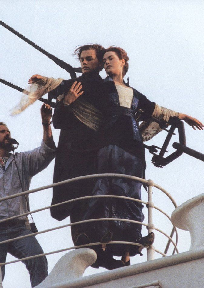 leonardo dicaprio and kate winslet filming the most famous scene of titanic behind the scenes. Black Bedroom Furniture Sets. Home Design Ideas