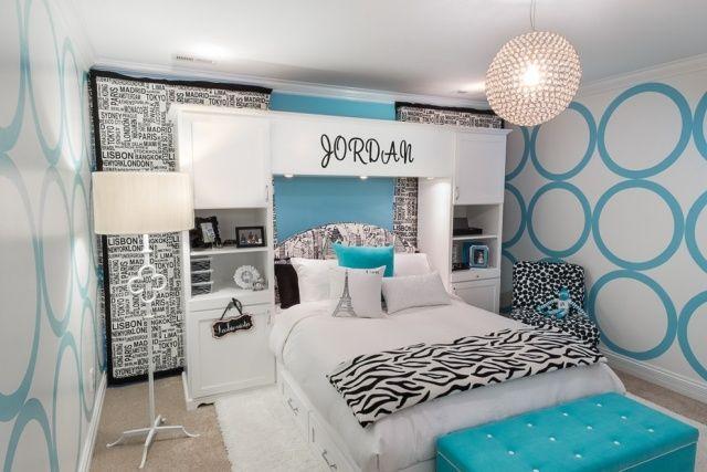 schlafzimmer m dchen wei hellblau schwarze akzente deko regale seiten bett jugendzimmer. Black Bedroom Furniture Sets. Home Design Ideas