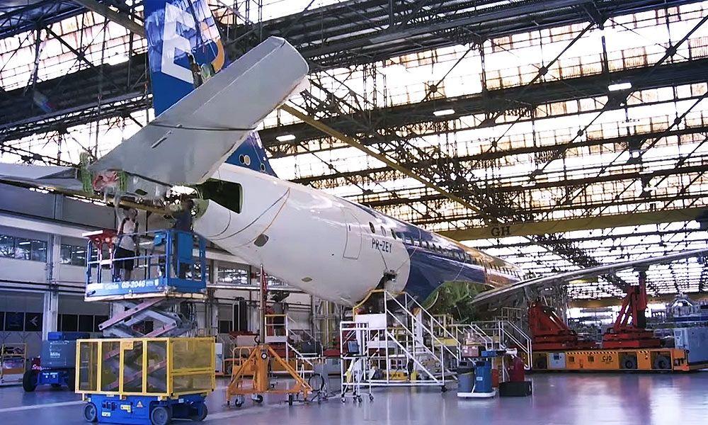 Embraer E190E2 Production Timelapse http//www.airline