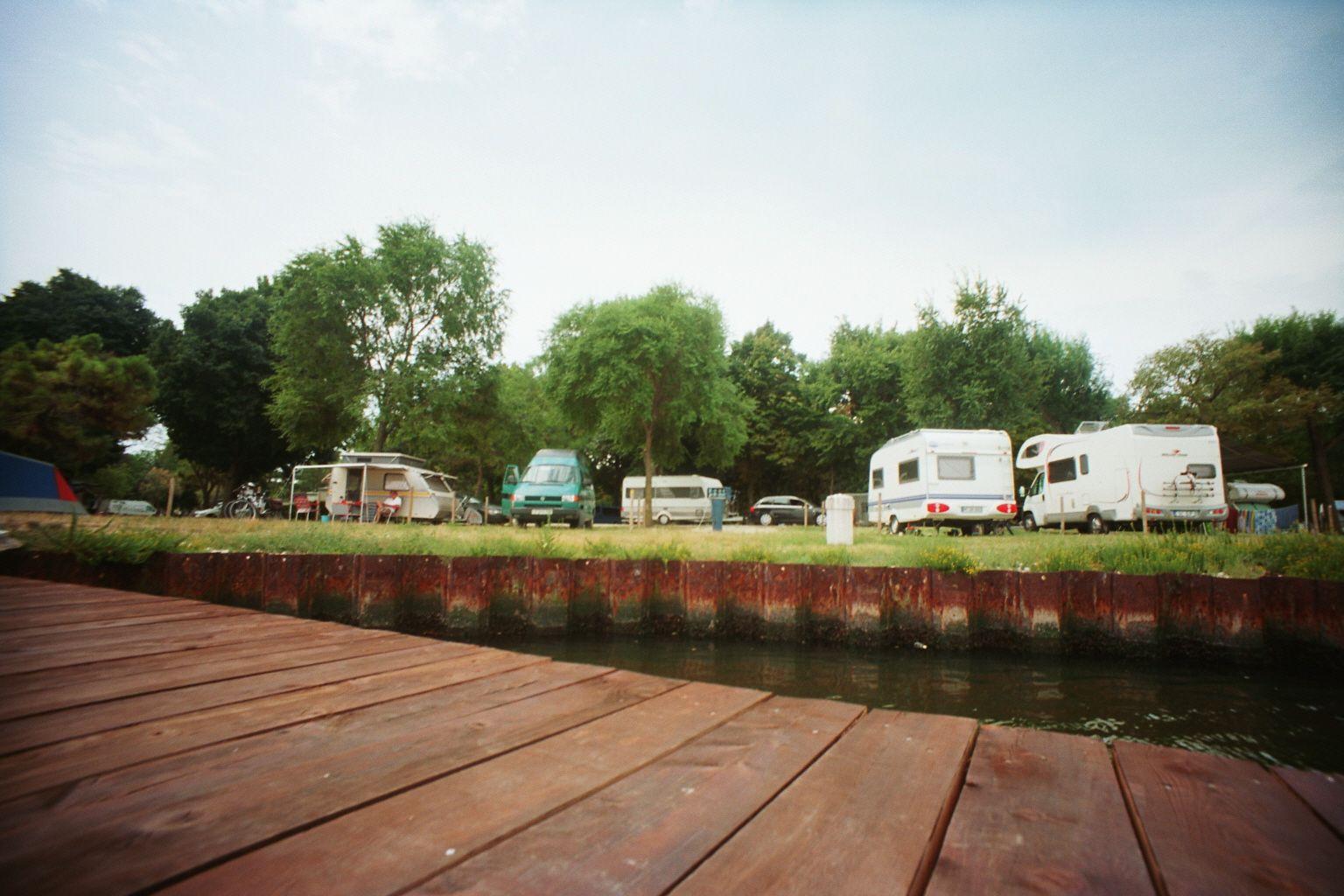 Stella war mehrere Wochen mit Zelt in Europa auf Reisen und präsentiert hier auf dem Reiseblog, die drei schönsten Campingplätze in Europa.