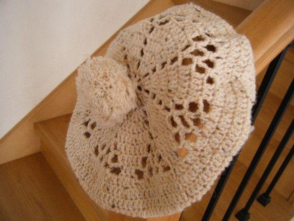 極太のツイード、生成り~ベージュ系のウール100%の毛糸で、かぎ針で編みました。ナチュラルな印象です。同糸で作ったポンポンは取り外し不可。サイズ かぶりくち1...|ハンドメイド、手作り、手仕事品の通販・販売・購入ならCreema。