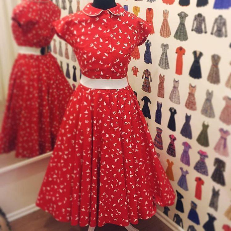 A je to tu!bavlnené Agnes v různých dezenéch. Červené s ptáčky ve vel.s,m,l #lazyeyefashion #vintagelook #1950s #1950sfashion #1950sdress #petticoat #swingdress #pinupfashion #circleskirt