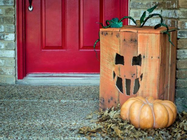 Turn A Wood Pallet Into A Halloween Jack O Lantern Diy