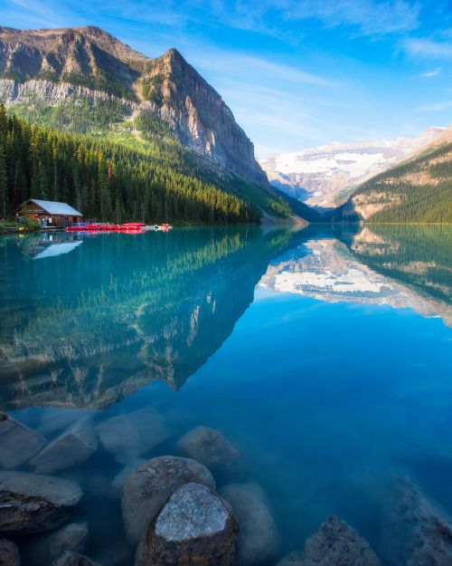 travelgurus:    The incredible turquoise blue water of Lake Louise in Banff National Park                    by  Michael Shake&Argen Elezi          Travel Gurus - Follow for more Nature Photographies!