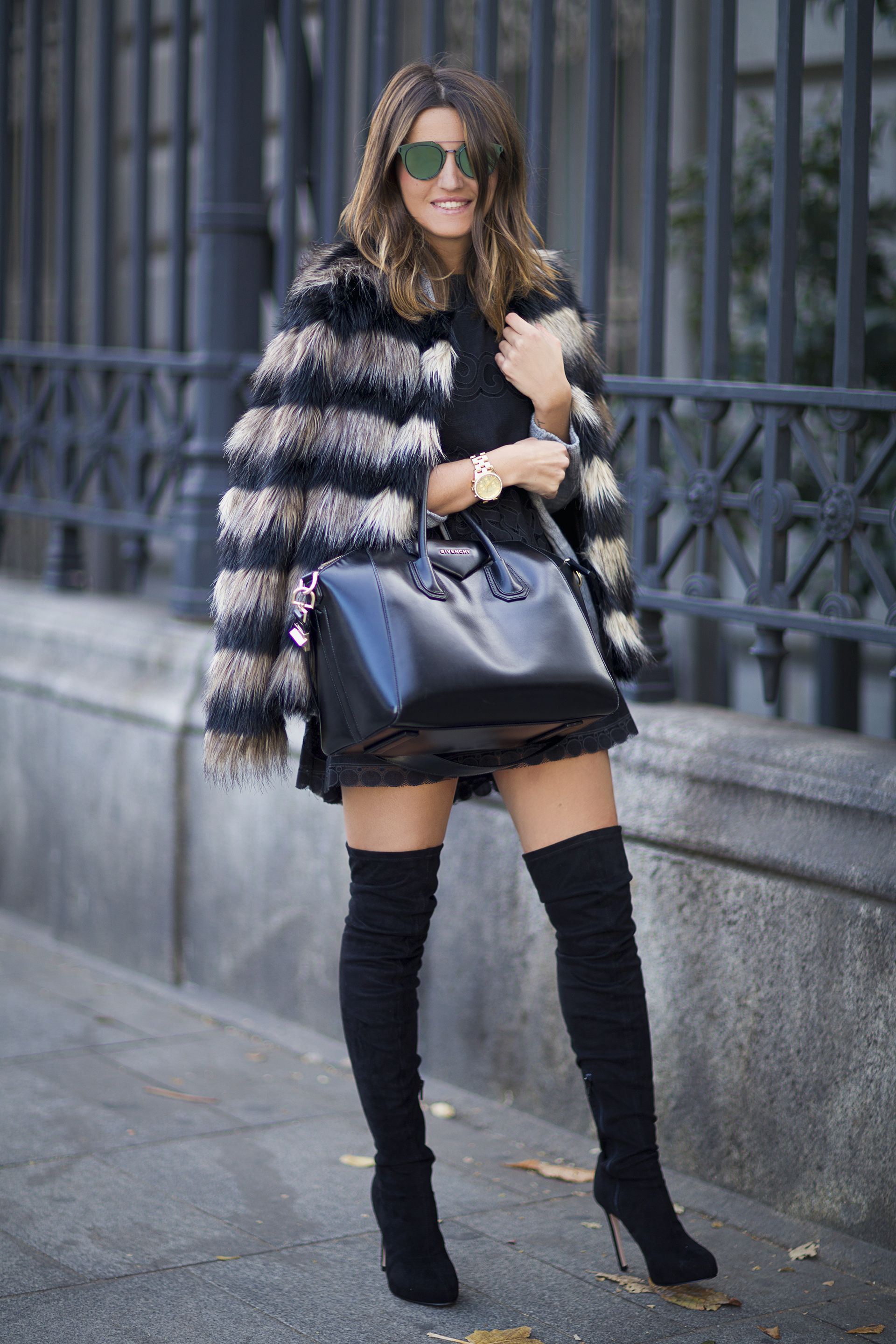 Adorable outfit. Thigh high boots, fur coat, oversized bag.