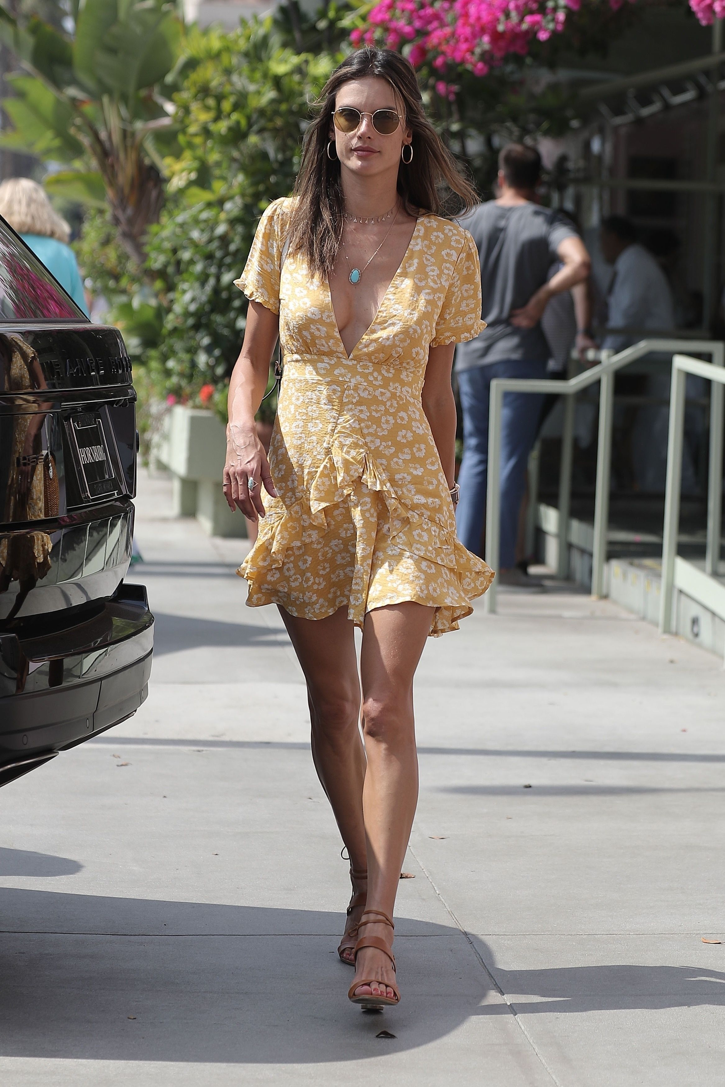 c086eeab671 Alessandra Ambrosio - Out for lunch in Santa Monica 8 16 18 ...
