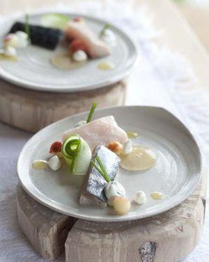 Escabèche van jonge makreel met verse geitenkaas en komkommer