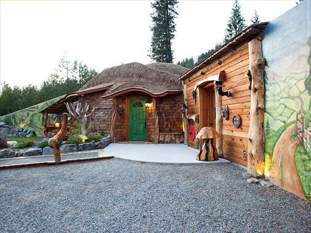 5 Real Life Hobbit Houses You Can Rent Hobbit House Unusual Homes Hobbit House For Sale