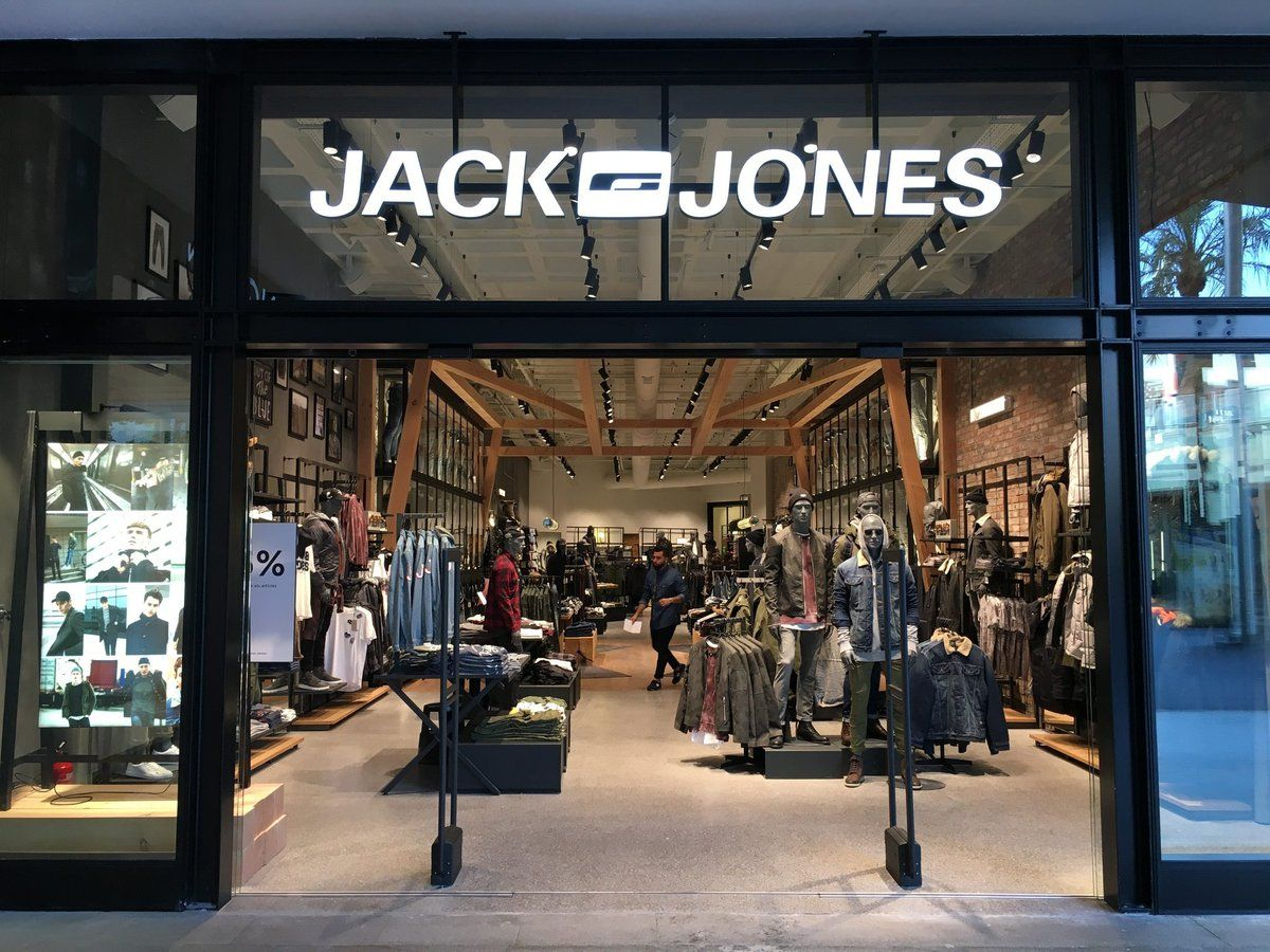 20b48e3bd6a0ad Jack   Jones expands its footprint in Barcelona. The menswear brand  launched on 4th October its sixth store in the city