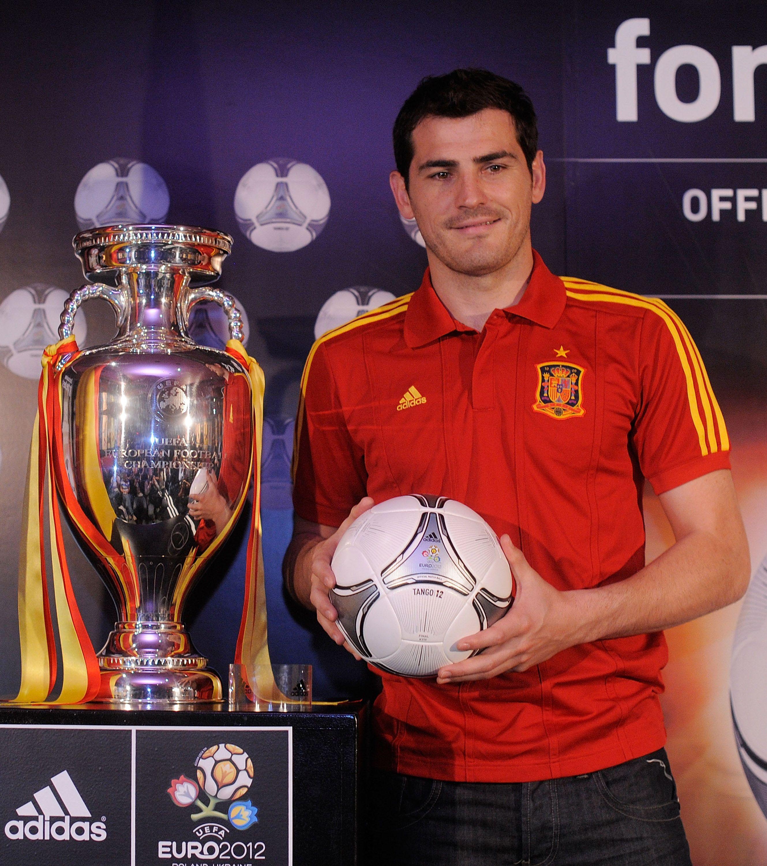 adidas e Iker Casillas presentano Tango 12 Finale: il pallone della sfida conclusiva dei prossimi campionati europei
