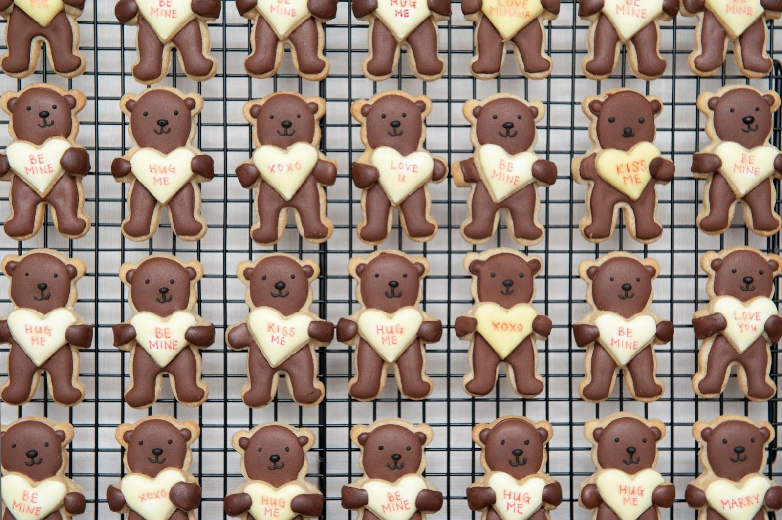 Be Mine Bear Cookies Recipe for Valentine's Day. Heart hugging bear icing cookies with personalised message!