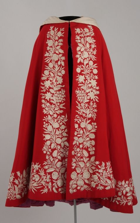 Woman's cape About 1860, 19th century 102.5 cm Gift of Mrs. Ludlow Haskell M974.3.3 © McCord Museum