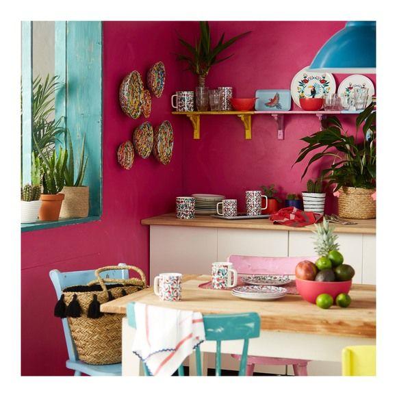 Maison De Vacances Recup Murs Et Meubles Peints En Couleurs Vives Deco Mobilier De Salon Maison Maison De Vacances