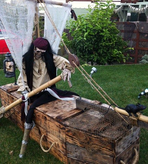 hilarious skeleton decorations for your yard on halloween - Pirate Halloween Decorations