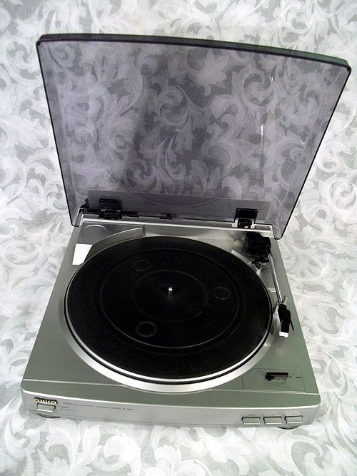 AIWA 1999 Stereo Full Automatic Turntable System PX E860