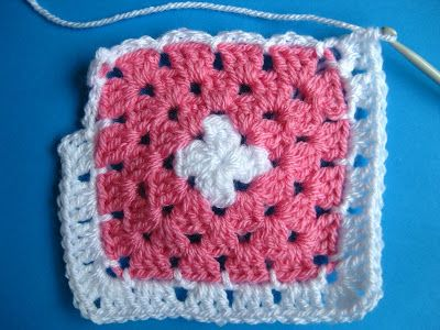 Bunny Mummy: Adding a Chain Round to Granny squares...a tutorial ...