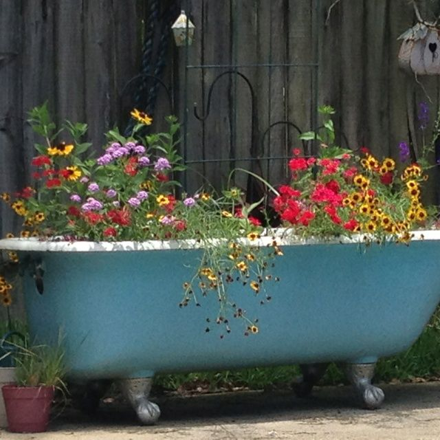 If I ever get an old bathtub I can use to make a planter, I want to ...