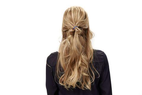 ¿Con una diadema para un peinado de noche?  ¡Asi es como se hace!  – Peinados