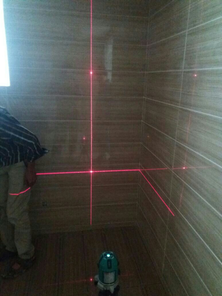 Checking Horizontal And Vertical Precision Of Fixed Tiles With The