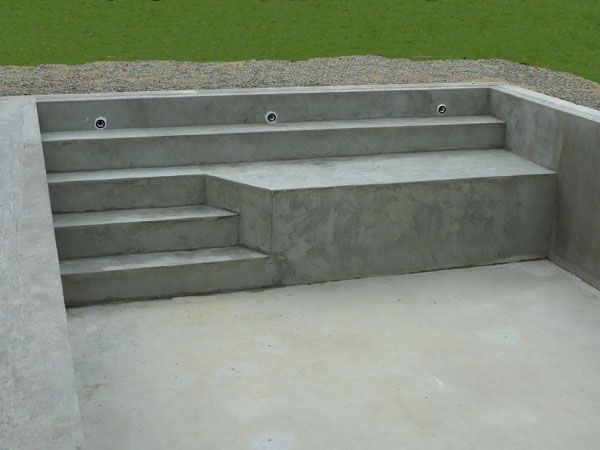 Escalier de piscine en b ton marinal piscine pinterest for Piscine beton banche