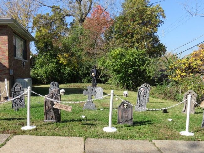 louis yards get ghoulish for halloween arch city homes see pictures of yards decorated for halloween including several that turned the yard into a