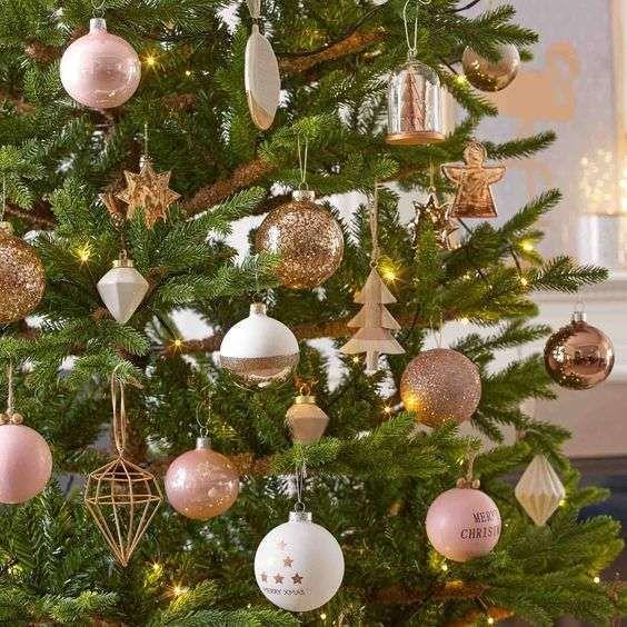Alberi E Decorazioni Natalizie.Idee Per Decorare Un Albero Di Natale Verde Natale Dorato Decorazioni Di Natale Disney Natale Verde