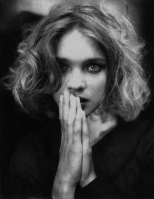 "pangea3210:    ""Beauty is not in the face; beauty is a light in the heart.""  Khalil Gibran  Natalia Vodianova by Paolo Roversi"