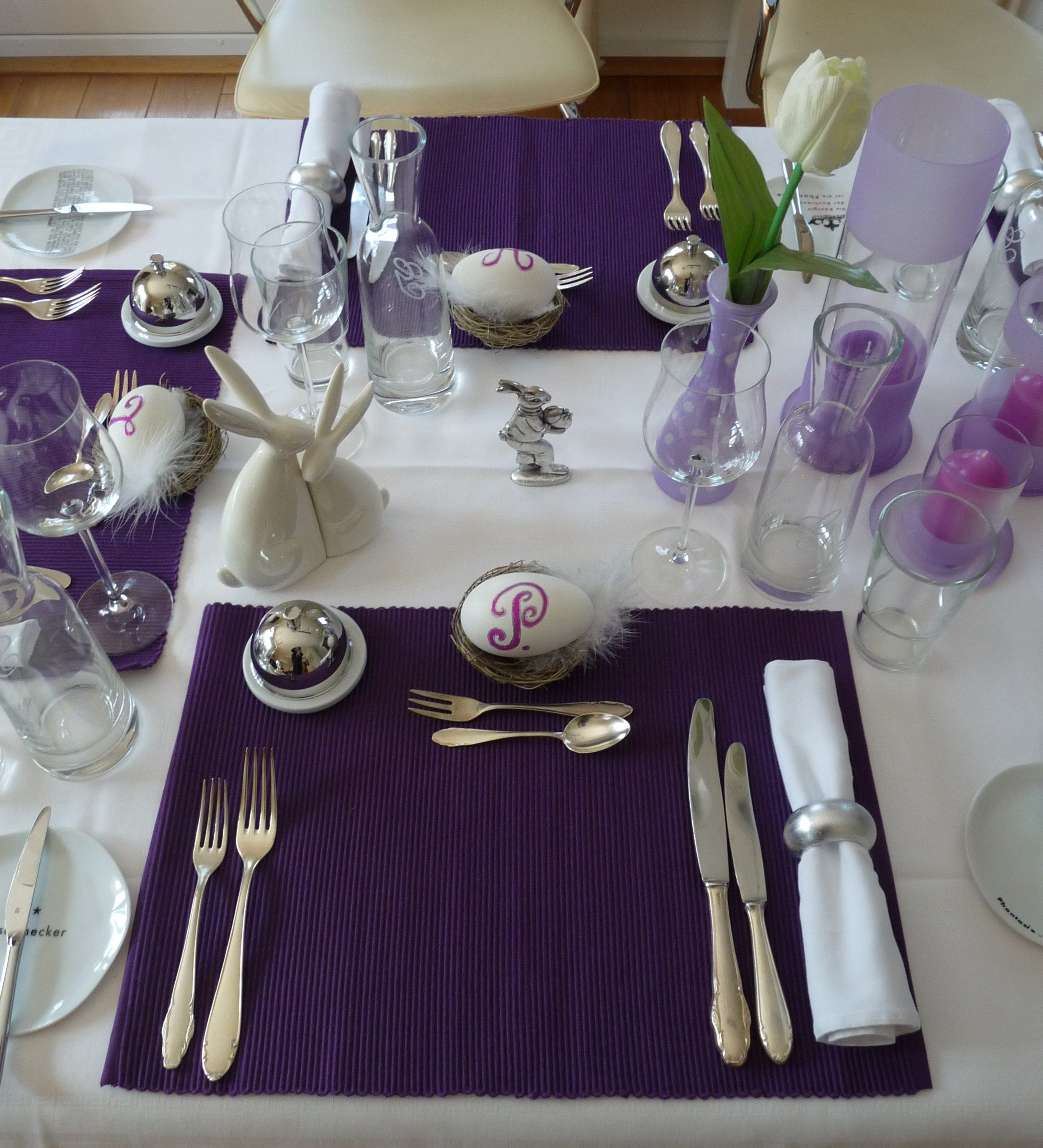 dining-room-interior-marvelous-easter-table-decoration-ideas-with-square-purple-placemats-and-chrome-metal-cutlery-sets-also-white-tulips-flower-on-purple-glass-jar-famous-diy-easter-table-decoration.jpg (2489×2741)