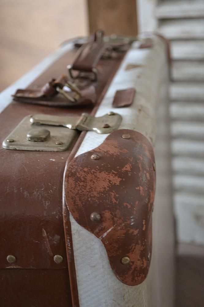 Oude koffer (old suitcase) www.blossombrocante.nl