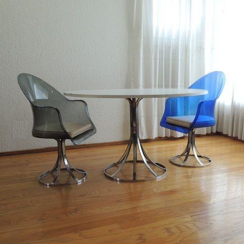 Mesa para comedor y tres sillas y dos sillas con descansa brazos ...