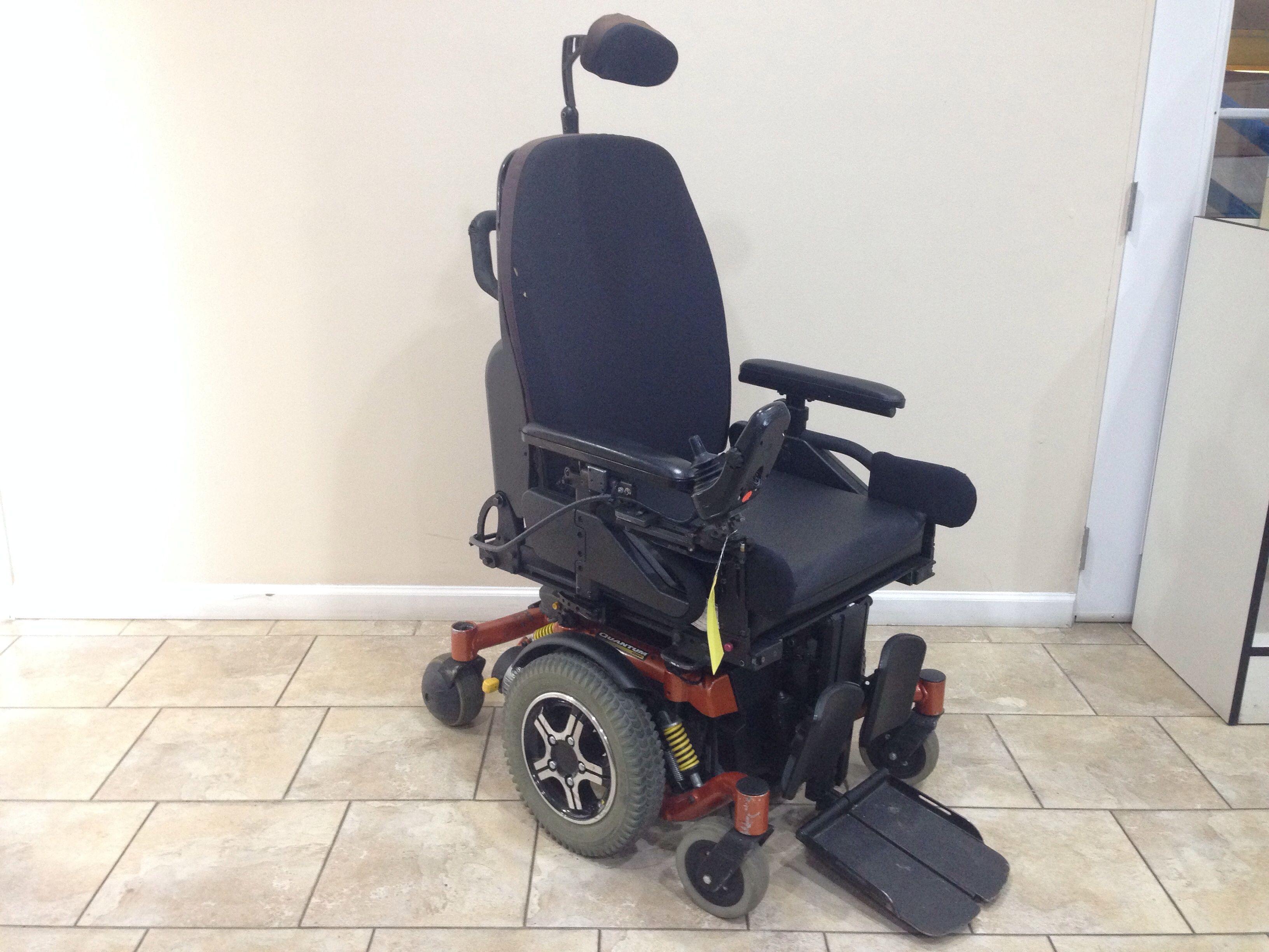 Quantum 6000Z Rehab Power Tilt & Elevating Legrest Power Chair