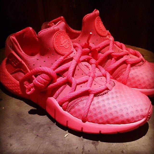 ee5d4f3c7bf9 Nike Air Huarache 2015 Hyper Punch Nike Air Huarache 2015 Nike sneaker news