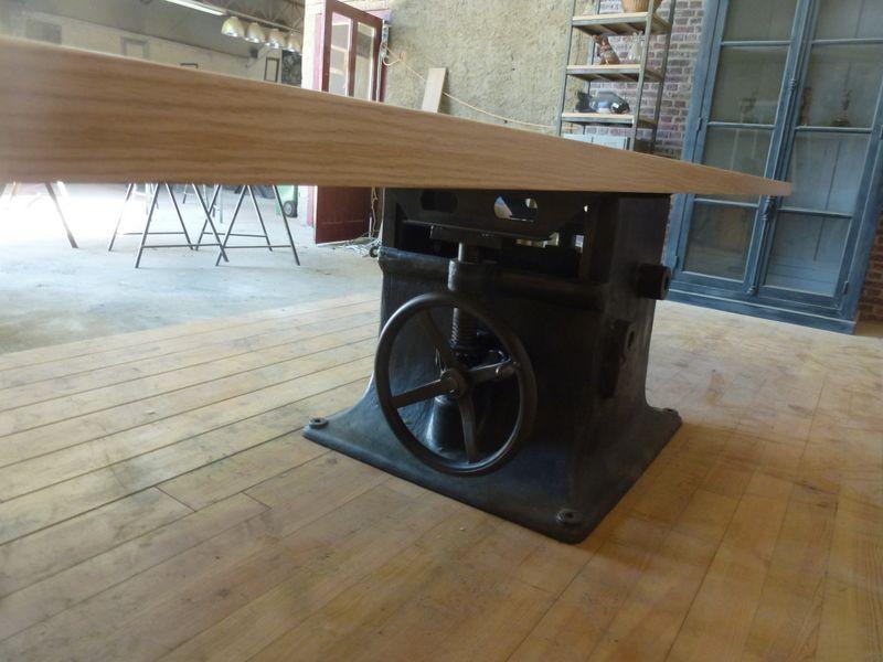 Grande Table Pied Central Ancien En Fonte Industrielle Sur Mesure Table Industrielle Salle A Manger Industrielle Et Mobilier De Salon