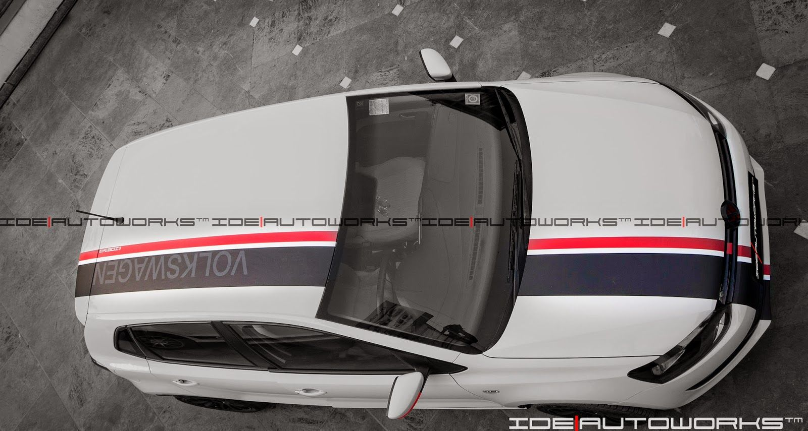 Vw Polo With Customized Racing Stripes Autos Brujula [ 855 x 1600 Pixel ]