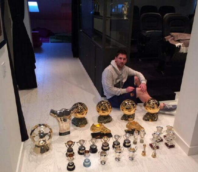 Yeesshh No Need To Brag Messi Showing Off His Astounding Awards Amazing Lionel Messi Messi Soccer Lionel Andres Messi