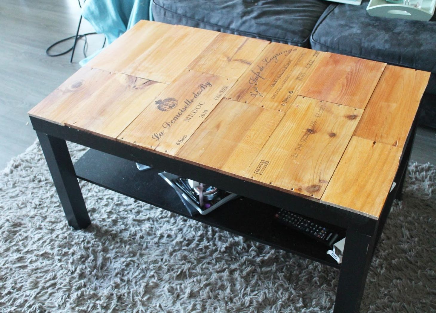 tuto customiser une table basse avec des caisses de vin. Black Bedroom Furniture Sets. Home Design Ideas