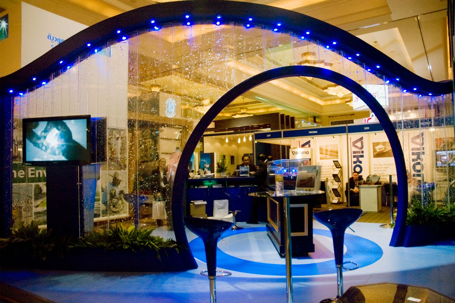 Water feature exhibition stand
