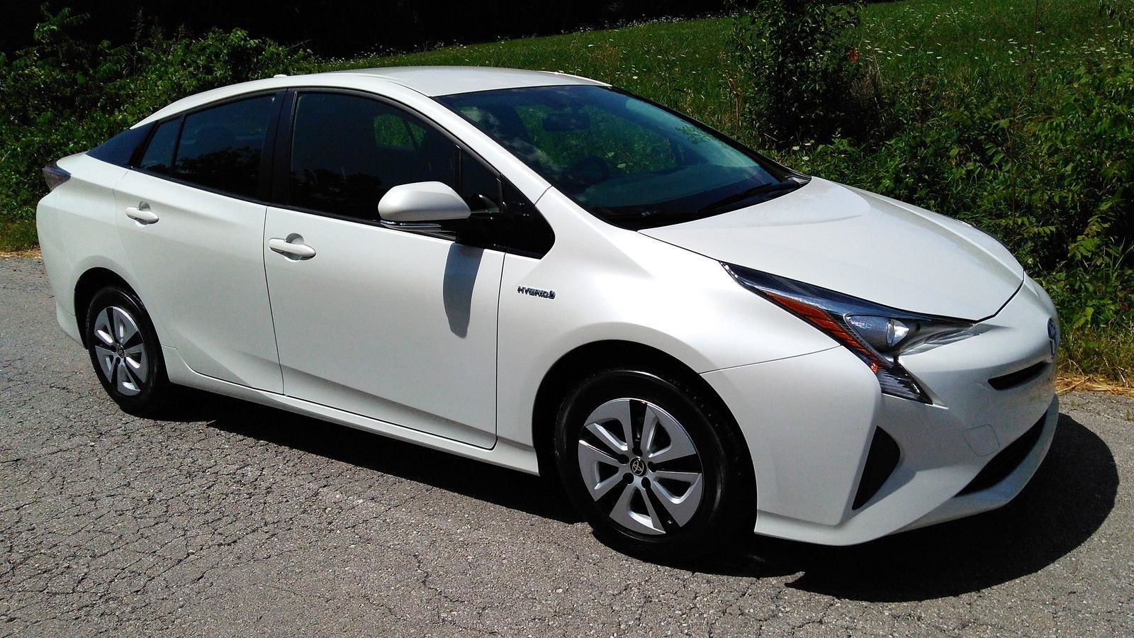 White Pearl Paint Toyota Prius Is It More Expensive
