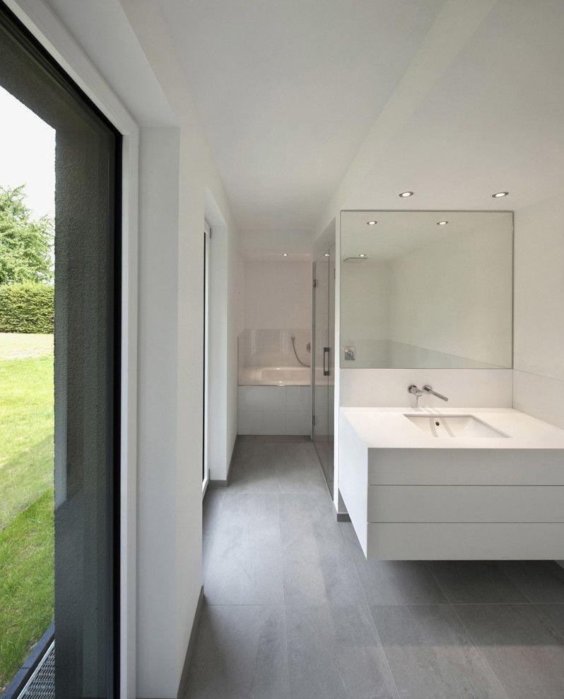 mit fliesen in betonlook gestalten sie ein großes offenes, Badezimmer dekoo