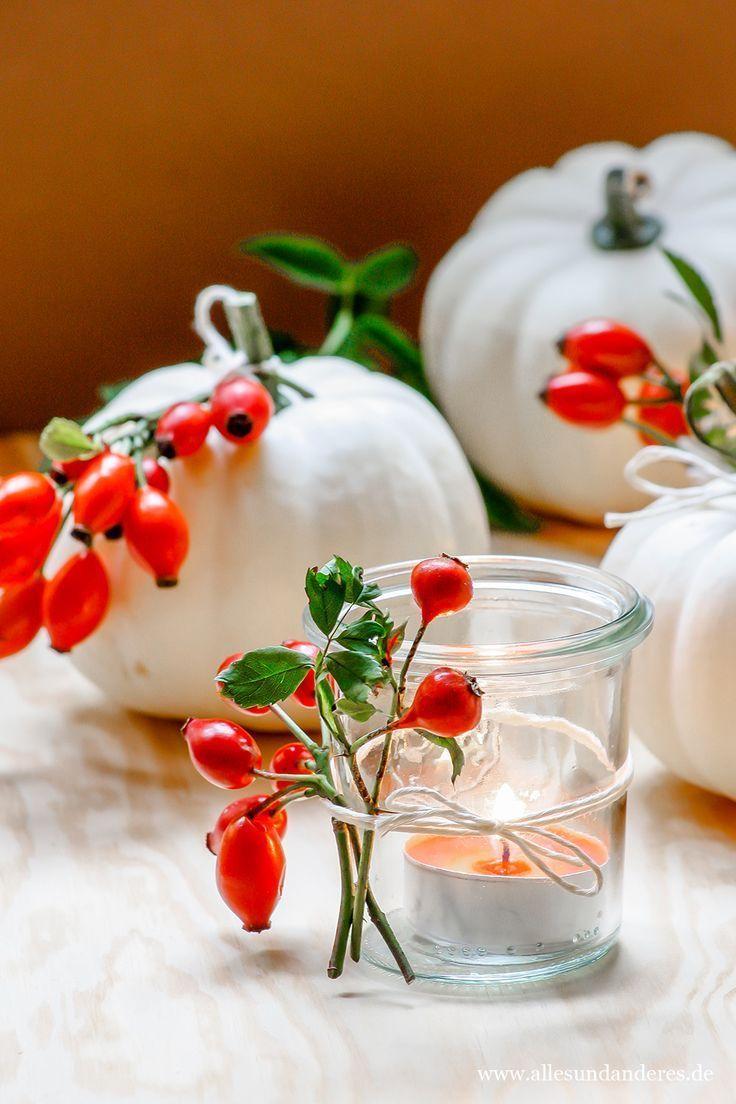 DIY: Herbstdekoration mit Kürbissen und Hagebutten #herbsttischdekorationen