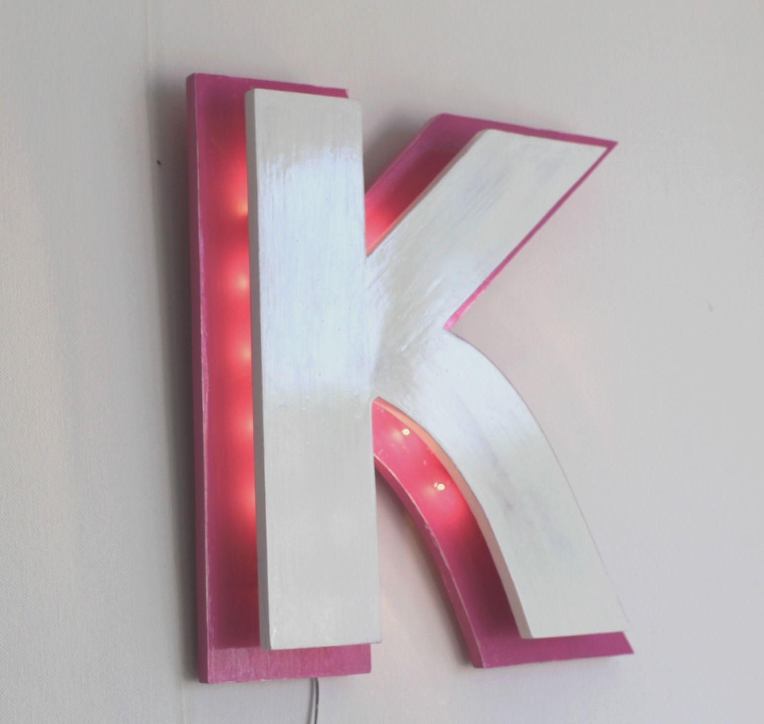 lettre lumineuse en bois rose et blanche patiné K style enseigne ...