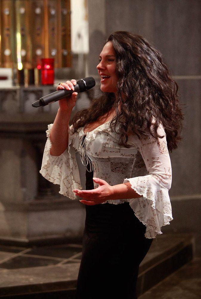 Hochzeitssangerin Jenny Daniels Singt In Der Kirche Mein Pop