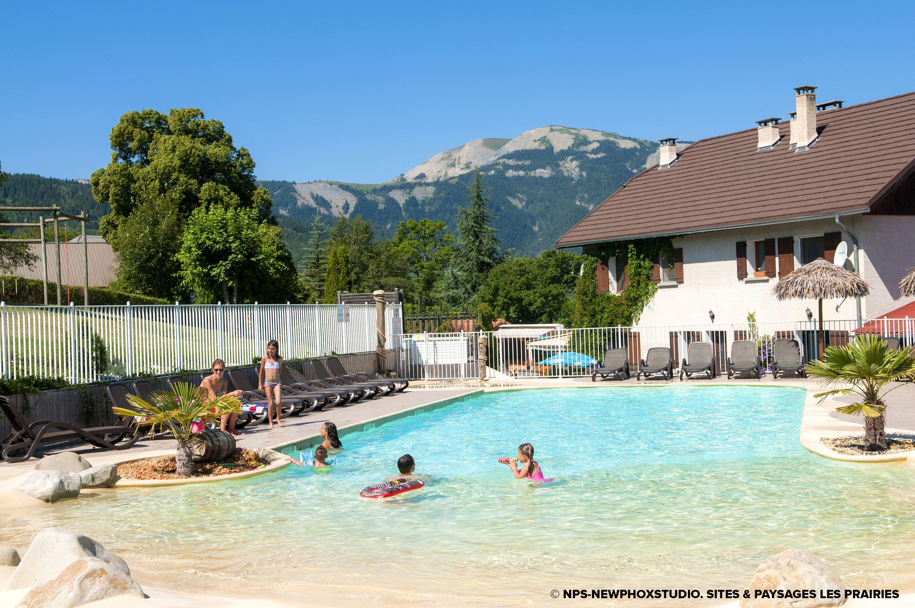 Camping sites et paysages les prairies seyne les alpes - Camping lac serre poncon piscine ...