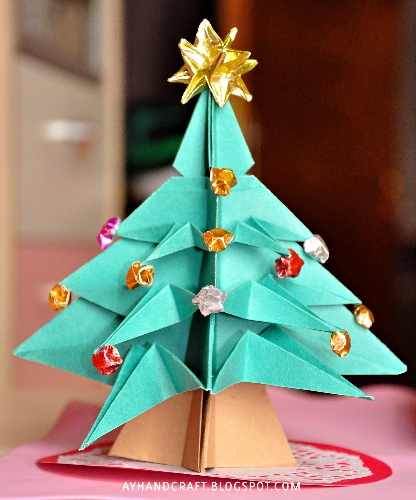 Made with love by Agus Y.: Last minute Christmas decoration! //Girl Child's new origami project as of right now.