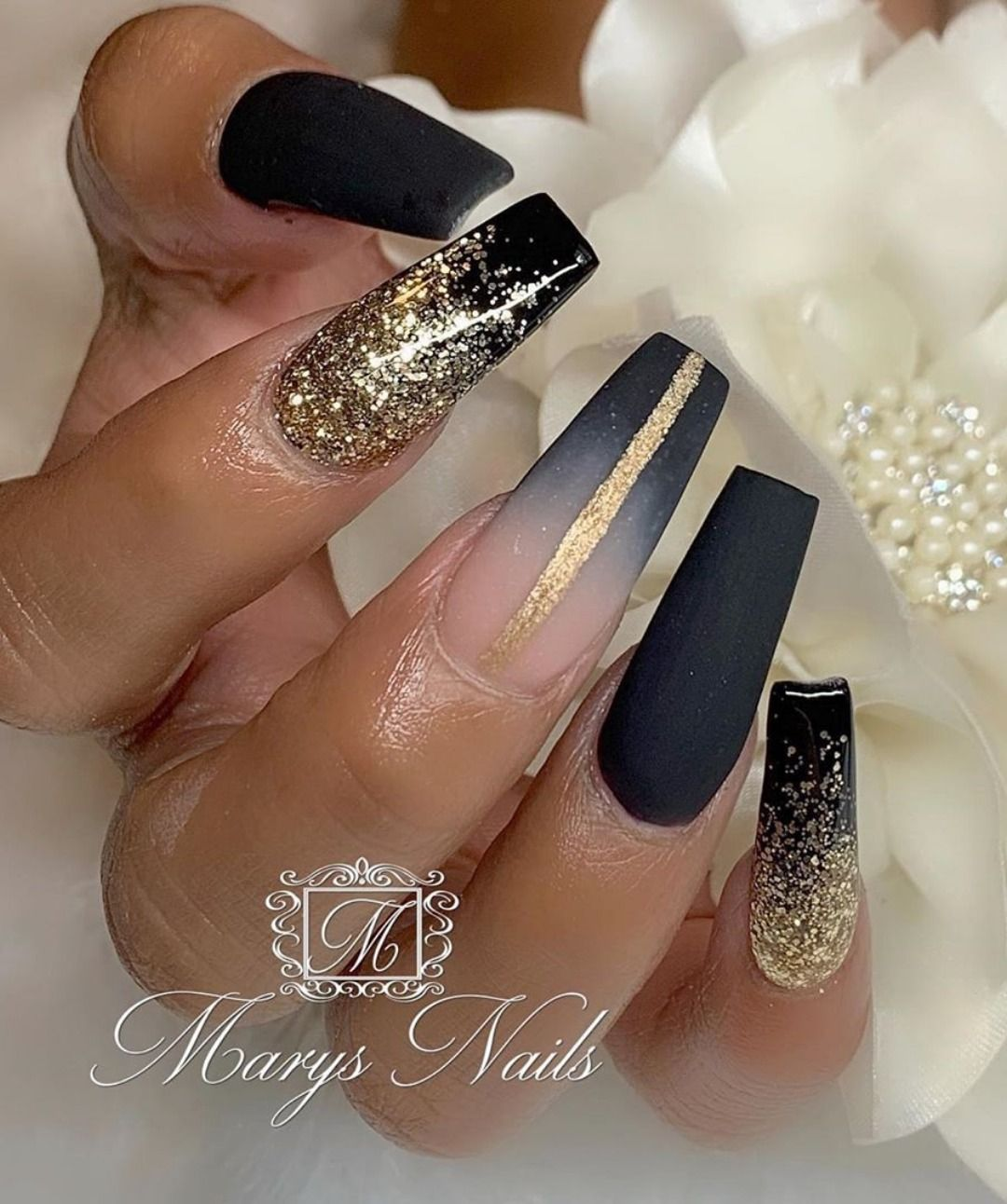 The Most Beautiful Black Winter Nails Ideas Black Gold Nails Gold Acrylic Nails Gold Nail Designs